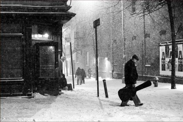 Tormenta de Nieve, Escena callejera