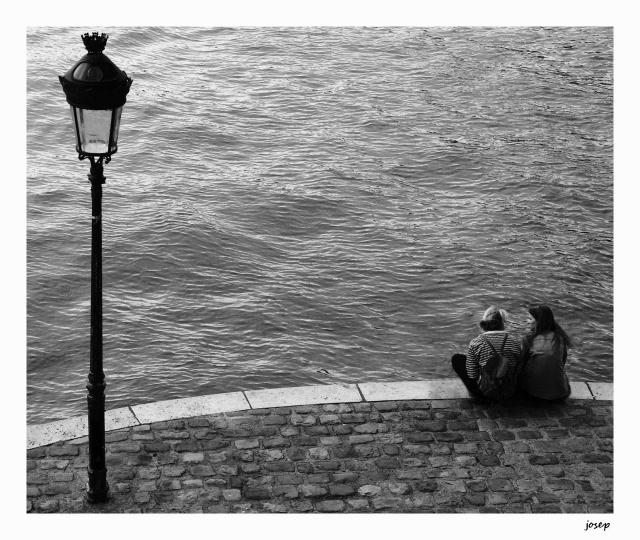 249_converses a la vora del riu