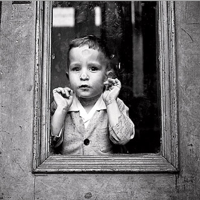 Vivian Maier - Child at window