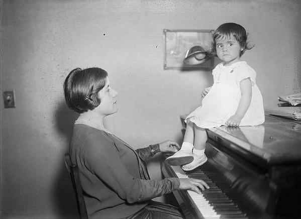 Guiomar Novaes with her daughter Anna Maria