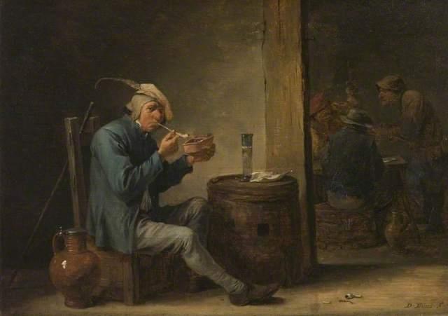 Campesino fumando en un interior