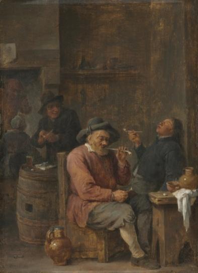 Campesinos fumando en un interior