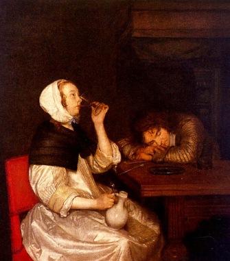 Mujer bebiendo vino con un soldado dormido