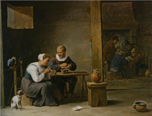 Un hombre y una mujer fumando una pipa  sentados en un interior con campesinos jugando a las cartas en una mesa