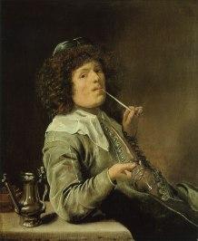 Fumador con un vaso de vino vacio