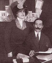 FORNARINA y CADENAS1910 PARIS
